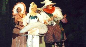 """Operetė-parodija vaikams ir tėveliams """"Grybų karas ir taika"""""""