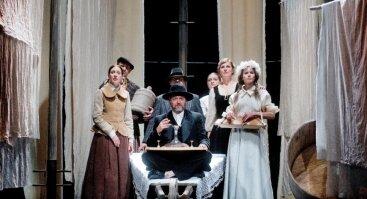 TRYS MYLIMOS I Jaunimo teatro spektaklis