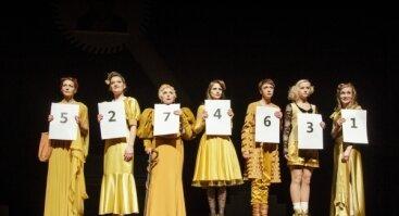 """Spektaklis """"Aštuonios mylinčios moterys"""""""