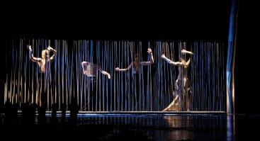 """Šiuolaikinio šokio spektaklis """"Chimeros karoliai"""""""