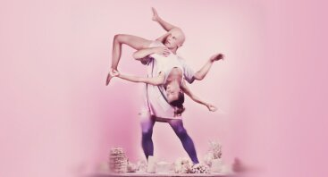 """Low Air: šiuolaikinio ir gatvės šokio spektaklis """"Kelionė namo"""""""