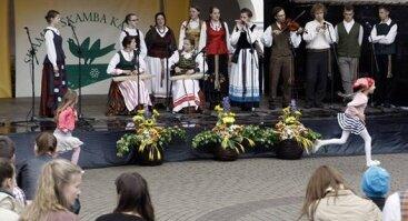 """Jaunimo folkloro grupių koncertas """"EISVA MUDU ABUDU"""""""