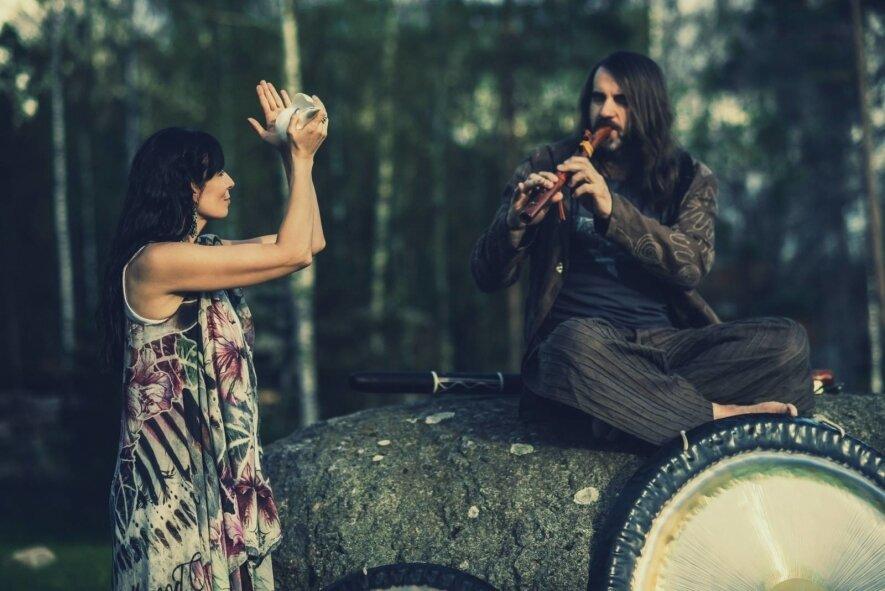MAUDYNĖS GONGE-garso terapijos seansas su Alicija ir Ričardu