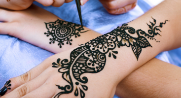 Laikinų tatuiruočių piešimo kursai su chna dažais