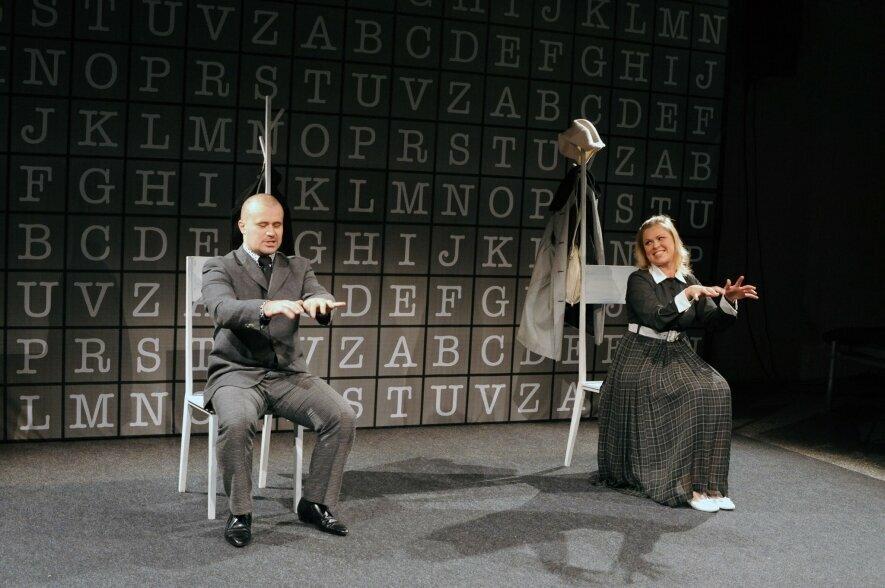 """Keistuolių teatro spektaklis """"Mašininkai"""" N-14"""