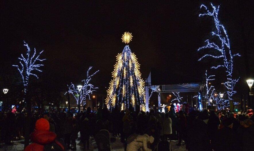 Kalėdų eglės įžiebimo šventė Šiauliuose