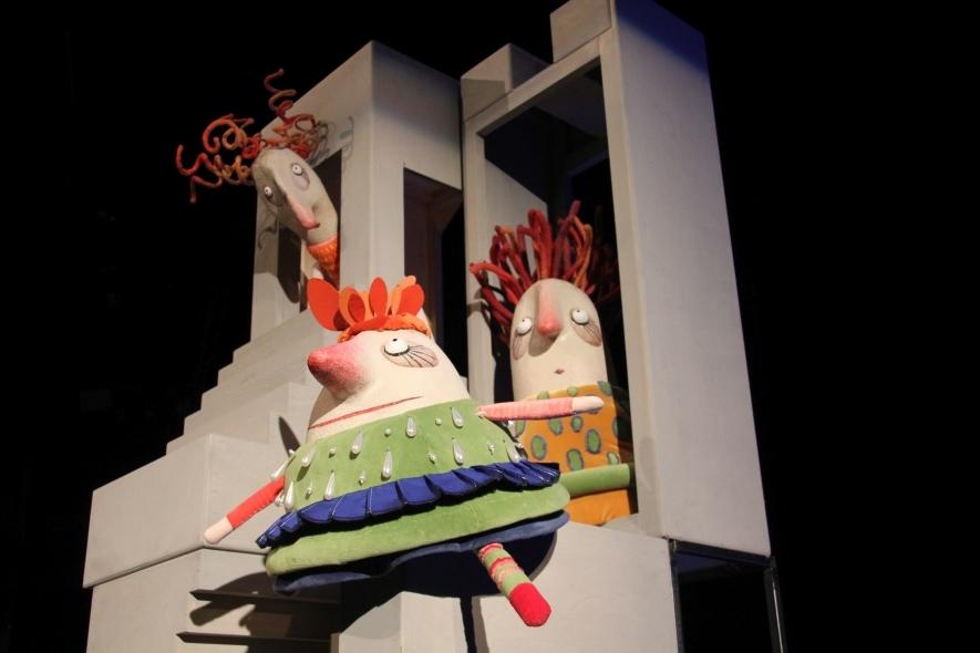 """Lėlių spektaklis """"Tikroji Pelenės istorija"""""""