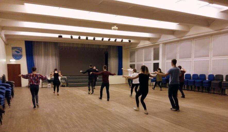 """Atvira Solo Latino šokių pamoka studijoje """"Farfalla"""" !"""