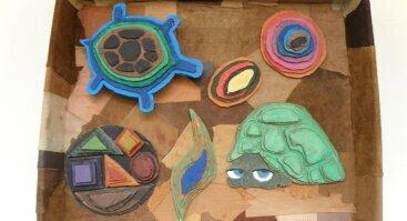"""Mokinių meninių darbų paroda """"KŪRYBOS ŠALTINIAI''"""