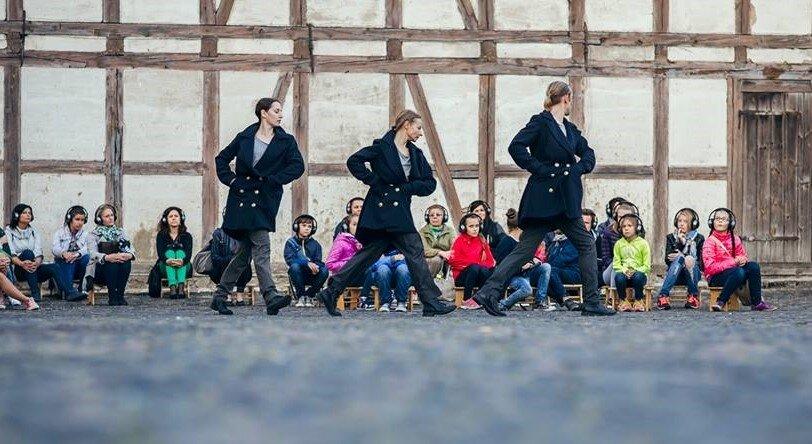 """Istorinė ekskursija - šokio spektaklis """"Keliaujančios bažnyčios. Klaipėda tranzit Memel"""""""