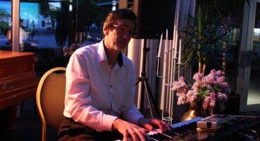 Perkūno namų sodelyje pianino solo vakaras