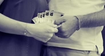 Trikampis: Vyras. Moteris. Pinigai