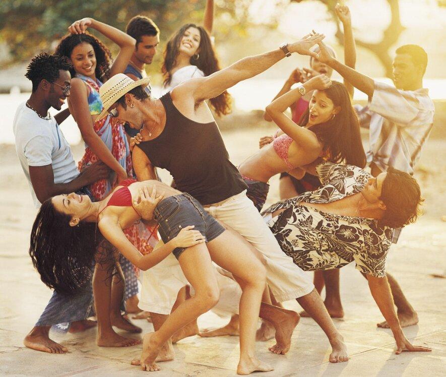 Salsa, bachata, Tango ir pramoginių šokių pamokos suaugusiems - naujas sezonas!