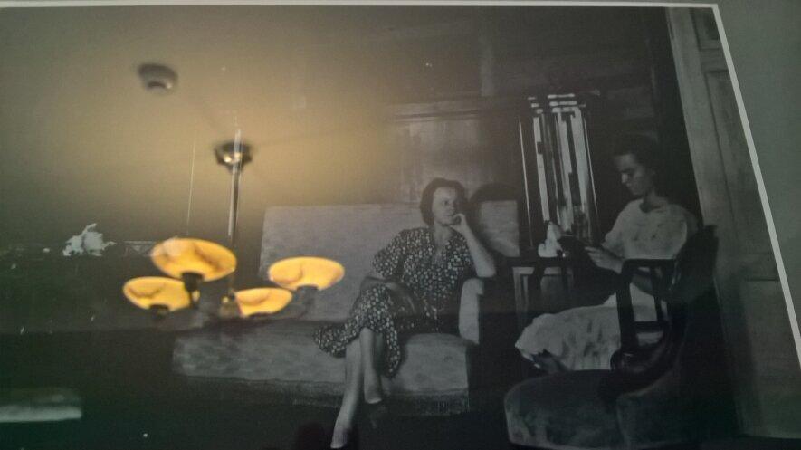 """Ekskursija """"Tarpukario Kaunas – dizaino miestas"""" aplankant Galaunių namus"""
