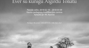 """Algimanto Aleksandravičiaus 33 fotografijų parodos """"Menininkų keliu Ever su kunigu Algirdu Toliatu"""" atidarymas"""