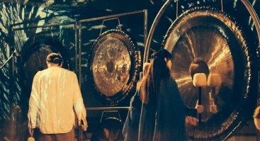 Maudynės gonge su Alicija ir Ričardu