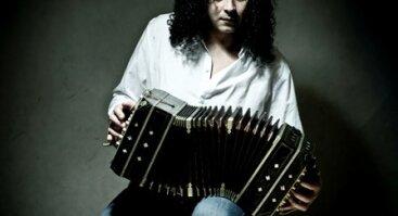 Argentinos virtuozas Ariel Ramirez ir jo užburianti  muzika