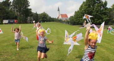 """Vasaros stovykla vaikams """"Menučiai"""" VI pamaina """"ŠILKO TAPYBA - PASAKA"""""""