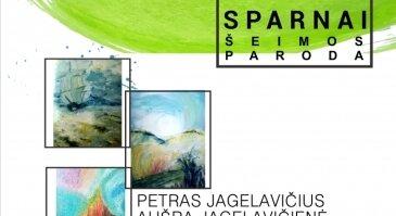 """Viešojoje bibliotekoje Jagelavičių šeimos tapybos darbų paroda """"Džiaugsmo sparnai""""."""