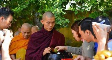Susitikimai su budistų vienuoliu, ThaBarWa centro įkūrėju ir vadovu Sayadaw Ashin Ottamasara