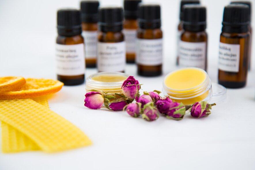 IDĖJA RENGINIUI- Kietųjų kvepalų gamyba (pagal Kleopatros receptūrą)
