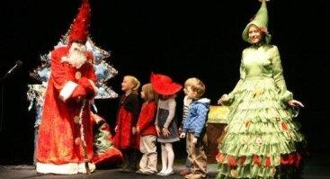 Raganiukės teatras. Palydint Kalėdų senelį. Raudonkepuraitė pusnyse. Spektaklis vaikams