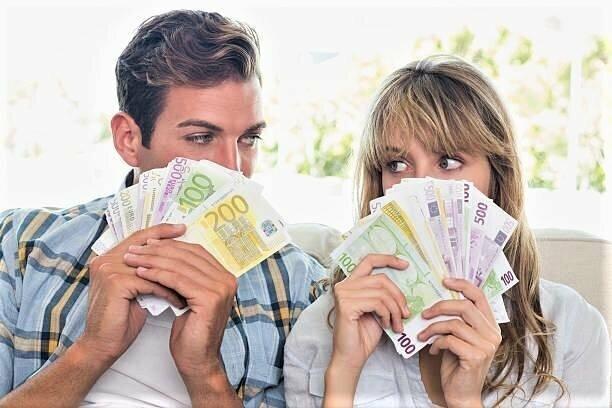 Trikampis: vyras, moteris ir pinigai