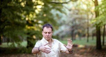 Įgalink rytą ir laimėk dieną su cigun ir tai či praktika! Pasaulinės Tai Či ir cigun (qigong) dienos proga