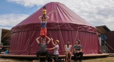 "Festivalis ""Plartforma""| Le Cirque Plein d'Air. Cirko ir muzikos spektaklis ""Baltringue"""