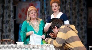 "Irina Muravjova, Ana Ukolova ir Jevgenijus Kulakovas pjesėje ""Ant lietaus stygų"""