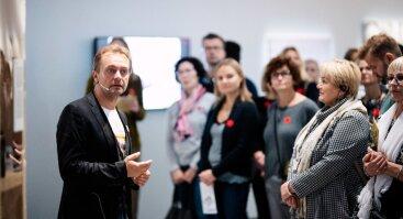 Ekskursija su MO parodos kuratoriumi V. Jauniškiu