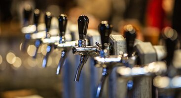 Local Tap Takeover | The Flyi*g I**