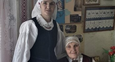 """VLADISLAVOS GATAVECKIENĖS  IR RASOS RAINIENĖS  KARPINIŲ PARODA """"PRO TĖVIŠKĖS LANGĄ"""""""