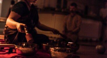Tibetietiškų dubenėlių ir gongų garso meditacija (Anapayini d.d.)