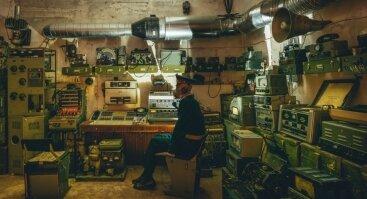 """TIESIOGIAI apie KGB šnipinėjimo būdus su """"Atominio bunkerio"""" muziejaus įkūrėju Juliumi Urbaičiu"""