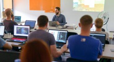 100% finansuojami programavimo mokymai dirbantiems
