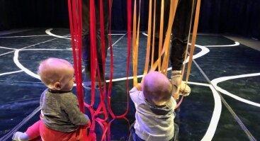 """Interaktyvus judesio ir objektų spektaklis kūdikiams """"Be galo, be krašto"""""""
