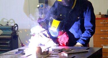 Šeimos dirbtuvės: Eksperimentai metalo dirbtuvėse + Žaisliuko gamyba