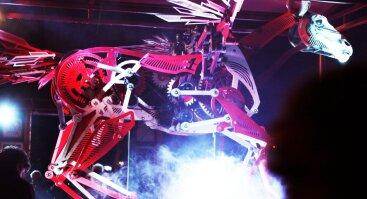 """Performansas """"Vežimu aplenkiant laiką"""", skirtas Panevėžio lėlių vežimo teatro 35-mečiui"""