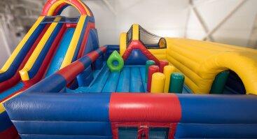 Pripučiamų batutų erdvė vaikų šventėms Šeškinėje