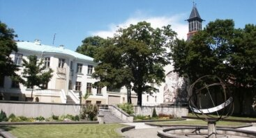 Klaipėdos laikrodžių muziejaus kiemelis