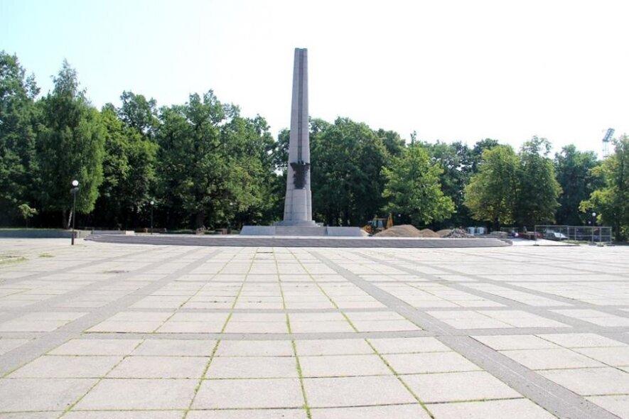Ąžuolyno parkas (prie S. Dariaus ir S. Girėno paminklo)